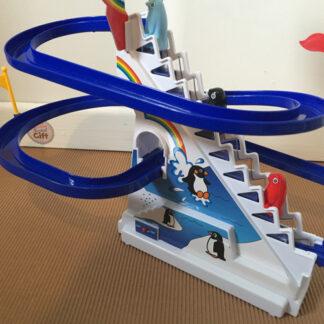 Circuit de pingouins avec escalier mécanique