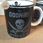 mug-logo-goonies-detail