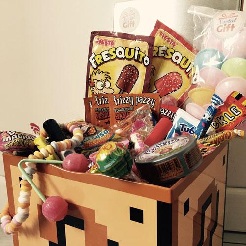 coffret cadeau bonbons des ann es 70 monsieur madame bonbon des annees 90. Black Bedroom Furniture Sets. Home Design Ideas