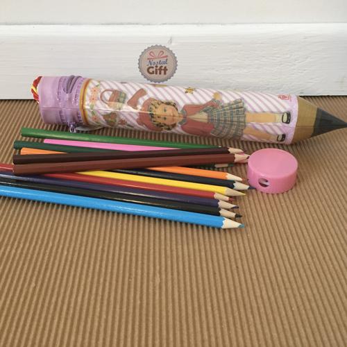 trousse vintage poup e en forme de crayon avec ses crayons de couleur. Black Bedroom Furniture Sets. Home Design Ideas