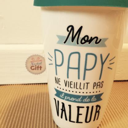 """Mug de transport """"Mon papy prend de la valeur"""" - Cadeau Grand-père"""