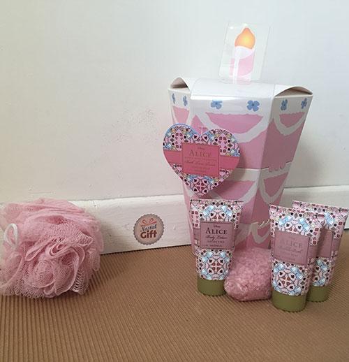 Coffret cadeau anniversaire kit bains et douches alice - Anniversaire alice au pays des merveilles ...