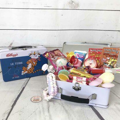 """Mallette """"Kellogg's"""" remplie de bonbons des années 80"""