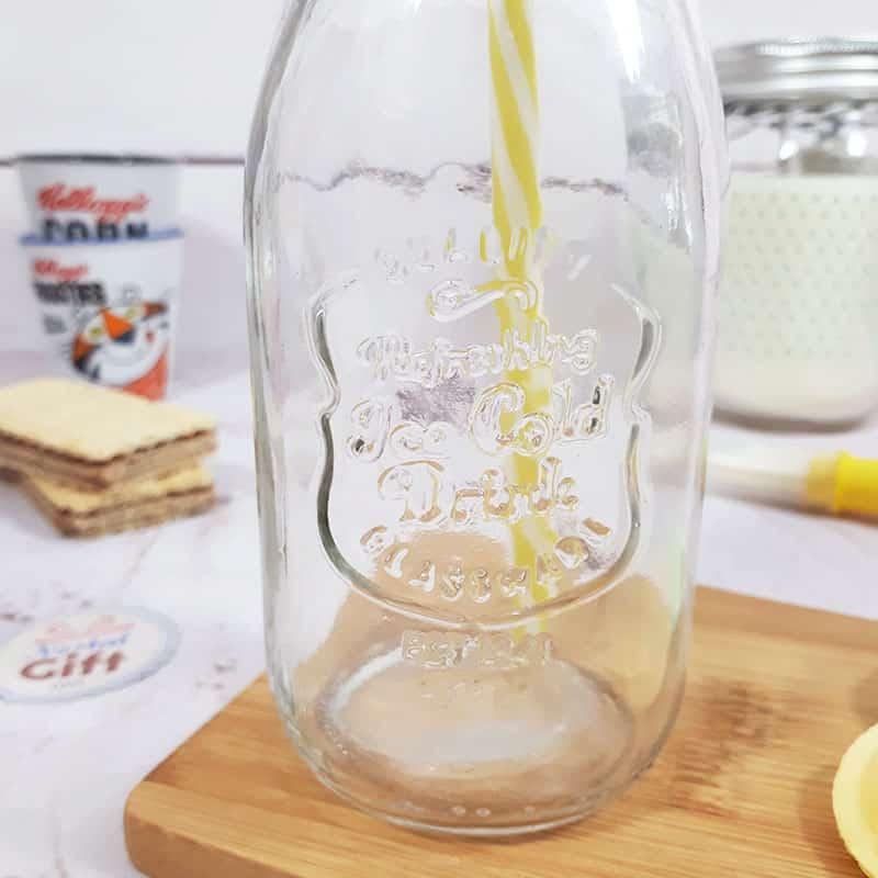 mason jar avec paille design bouteille de lait vintage nostalgift objets bonbons vintage. Black Bedroom Furniture Sets. Home Design Ideas