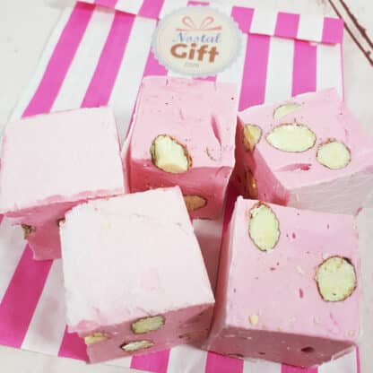 Nougat rose saveur fraise - gros cubes x5