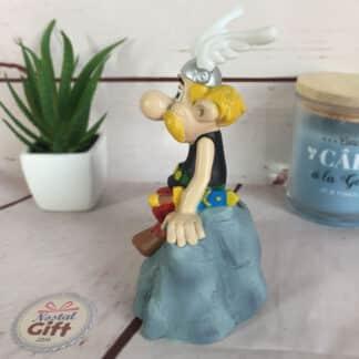 Astérix - Figurine / tirelire Obélix et son menhir