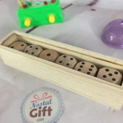 Boîte 6 dés en bois