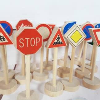 Assortiment de panneaux de signalisation