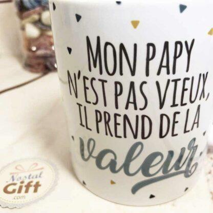 """Mug """"Mon papy prend de la valeur"""" - cadeau grand-père"""