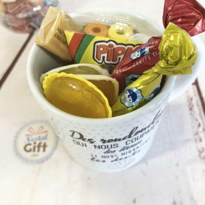 Mug roudoudou rempli de bonbons rétro