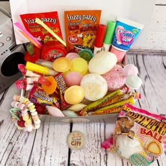 """Coffret Cadeau : Boîte """"Fanta"""" vintage remplie de bonbons des années 80"""