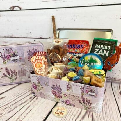 """Boîte """"Lavande"""" remplie de bonbons des années 60"""