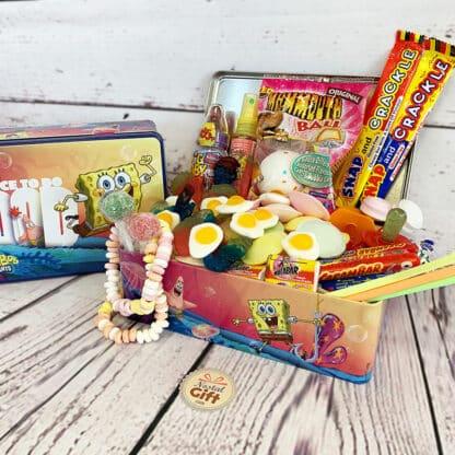 """Coffret Cadeau : Boîte """"Bob l'éponge"""" remplie de bonbons des années 90"""