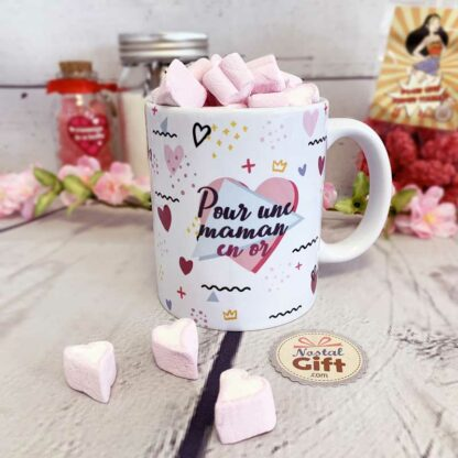 """Mug """"Pour une maman en or"""" rempli de coeur en guimauve X 40"""