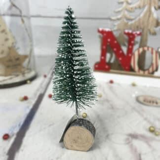 Décoration de Noël - Petit sapin enneigé avec rondin de bois