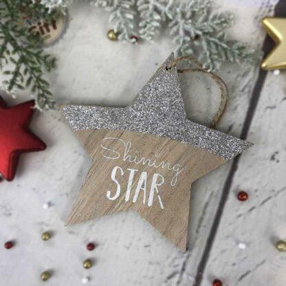 """Décoration de noël à suspendre - Etoile en bois argenté """"Shining Star"""""""