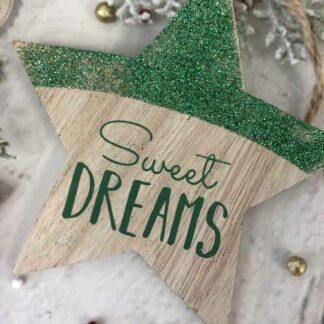 """Décoration de noël à suspendre - Etoile en bois vert """"Sweet Dreams"""""""