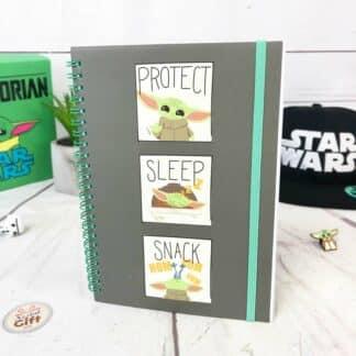 Star Wars cahier A5 The Mandalorian - Bébé Yoda Protect Sleep Snack