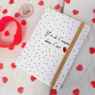 """Carnet de notes A6 blanc- """" Y a de l'amour dans l'air """""""