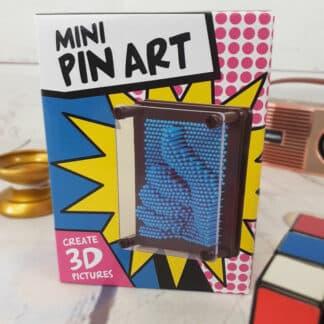Sculpture en 3D - Pin Art violet