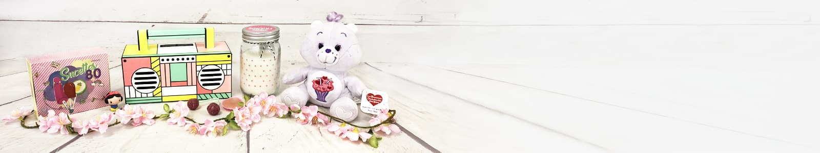 Ah comme c'est beau l'amour! Que cela soit en couple, en amitié ou même en famille, l'amour c'est beau. Une des plus belles choses dans l'amour est la possibilité d'offrir des cadeaux, d'en recevoir, mais aussi le plaisir de voir les yeux de ses proches briller devant le cadeau que vous leur avez offert.  Aujourd'hui, c'est pour votre copine que vous recherchez un cadeau, c'est elle que vous cherchez à satisfaire. Vous êtes au bon endroit car dans cette catégorie vous trouverez de nombreuses idées cadeau copine et parmi elles, il y en a une qui va ravir le cœur de votre copine.