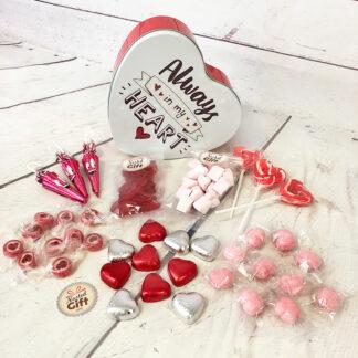 """Coffret Cadeau St Valentin : Boîte en cœur """"Always in my heart """" remplie de bonbons"""