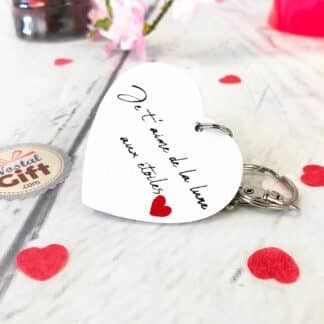 """Porte-clés cœur en bois  - """" Y'a de l'amour dans l'air """""""