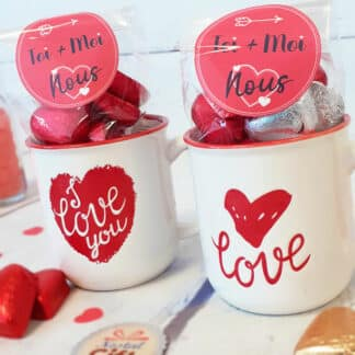 Lot de 2 mugs Love rempli de cœurs en chocolat - Cadeau couple