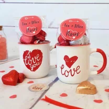 Lot de 2 tasses Love remplies de cœurs en chocolat - Cadeau couple