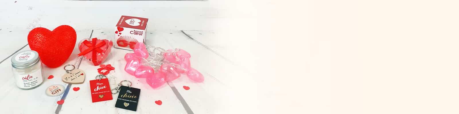 Une ambiance romantique fait aussi appel à une déco romantique. Pour ce 14 février, soyez sans crainte et mettez-y le paquet avec nos accessoires déco de Saint Valentin pas chers sélectionnées spécialement pour la Saint Valentin. Des ballons en forme de cœur, des jolies bougies et des mini lampes, tout y est pour vous permettre de créer votre décoration romantique et de passer un bon moment.