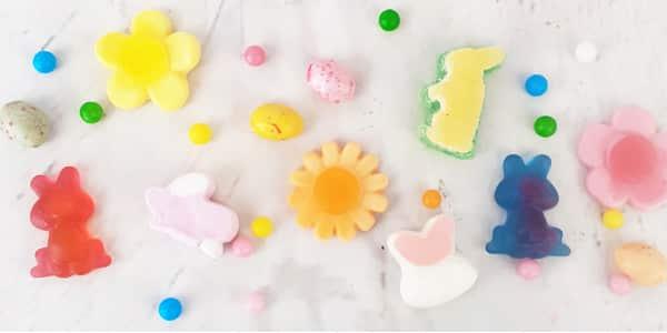 Êtes-vous à la recherche d' idées gourmandes pour célébrer Pâques? Découvrez notre sélection de bonbons de Pâques. Lapins en guimauve, sucettes ou bonbons anciens, tout y est pour passer une fête de Pâques joyeuse et gourmande.