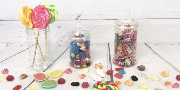 Êtes-vous à la recherche des bonbons qui ont marqué votre enfance ou votre jeunesse? Retrouvez-les tous sur notre site. Dans cette catégorie, vous avez toutes sortes de bonbons anciens des années 60, 70, 80 et 90, oh oui! Tous ces bonbons d'époque reviennent pour faire remonter vos souvenirs les plus gourmands.  Des bonbons aux goûts fruités, ceux aux caramels et pleins d'autres que vous ne parvenez plus à trouver en magasin, achetez-les en ligne sur notre site et revivez de façon agréable vos souvenirs d'enfance.