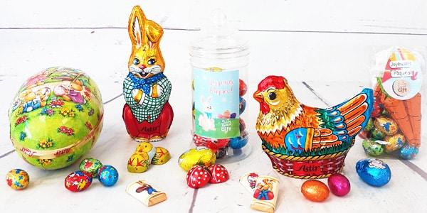 Pâques sans chocolats ? Impossible ! Pour la dégustation en famille, la chasse aux œufs ou pour faire un cadeau, venez découvrir notre gamme de chocolats de Pâques. En forme de lapin, d'ourson, d'œuf, au chocolat noir ou au chocolat au lait… Venez acheter nos chocolats de Pâques et passer des fêtes joyeuses et gourmandes.