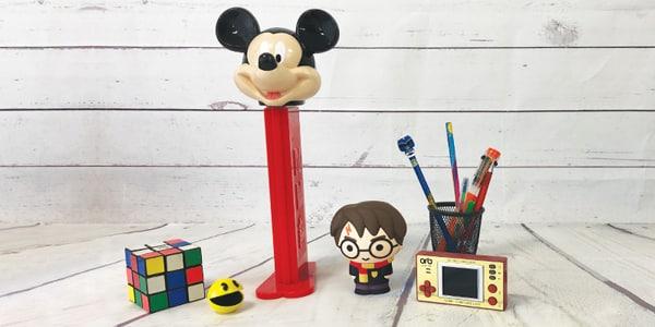Les enfants grandissent tous les jours et il n'est pas toujours facile de trouver des cadeaux qui vont les plaire. Avec l'offre de produit grandissante, leurs envies changent de jour en jour et il n'est pas facile de suivre les tendances. NostalGift vous invite à quitter un peu la mode et les tendances pour faire découvrir à vos enfants les produits de votre enfance. Des jeux, des jouets rétro ou des figurines, vous trouverez énormément d' idées cadeaux garçon pour les faire plaisir.