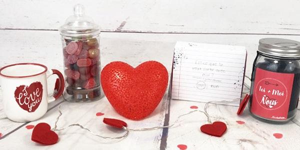 Chaque 14 février, la même question revient, qu'offrir comme cadeau de la Saint Valentin? On a la réponse cette année: des chocolats. Oui, des chocolats pour la Saint Valentin, pour exprimer votre amour dans ce jour si spécial pour les amoureux. Tel qu'on le dit souvent l'amour ne s'exprime pas nécessairement avec les mots mais aussi avec les actions. Cette année, agissez autrement et offrez du chocolat pour la Saint Valentin.