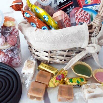 Panier de Pâques vintage remplie de bonbons
