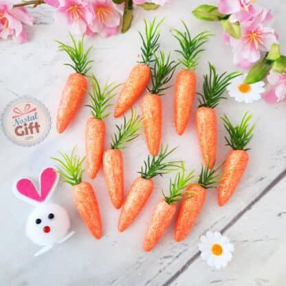 Décoration de Pâques - Lot de 12 petites carottes pailletées