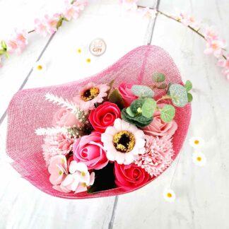 Bouquet de fleurs roses aux pétales de savon