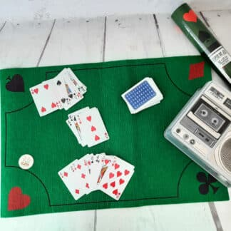 Tapis de jeu de carte motifs cœurs et piques (40 x 60 cm)