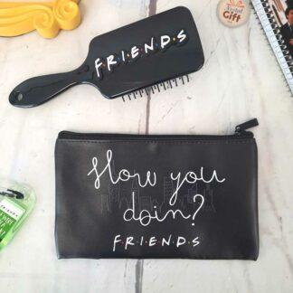 Friends - Coffret cadeau beauté : Brosse à cheveux et trousse de toilette