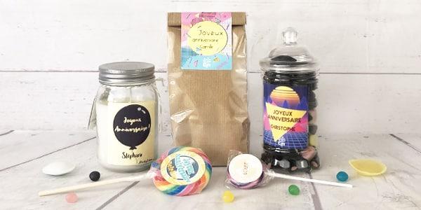 A la recherche d'un cadeau d'anniversaire personnalisé pour un de vos proches ? Vous êtes ici au bon endroit. Retrouvez nos cadeaux d'anniversaire personnalisés rétro tels que des bougies, sachets bonbons ou sucettes.