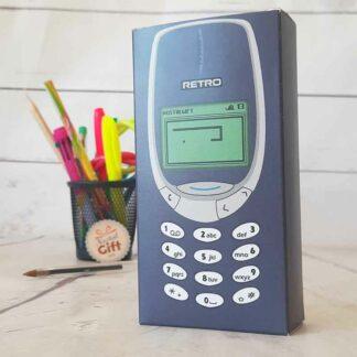 Coffret cadeau : Boîte téléphone portable années 2000 remplie de bonbons rétro