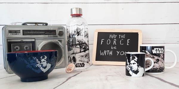 Êtes-vous à la recherche de produits Star Wars ? Cette catégorie de mugs Star Wars est faite pour vous. Vous trouverez dedans les mugs avec vos personnages Star Wars préférés ainsi que l'univers Star Wars.