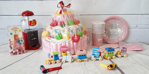 Organiser un anniversaire n'est pas simple surtout lorsqu'il s'agit d' un anniversaire d'enfant. Il faut penser à tout ! Mais pas d'inquiétude car nous vous aidons à trouver ce qu'il faut pour un anniversaire réussi.