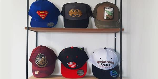 L'été approche et vous cherchez la casquette qui vous accompagnera tout le long de cette saison? Nous vous proposons de nombreuses casquettes sous licence officielle!
