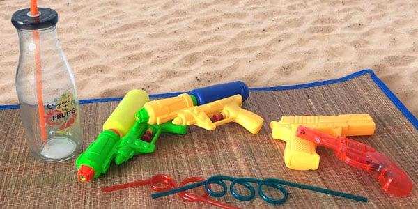 Organisez de grandes batailles d'eau avec vos amis grâce à la gamme de pistolet à eau que l'on vous propose sur Nostalgift.com. Un bon moyen de se rafraîchir tout en s'amusant durant l'été!