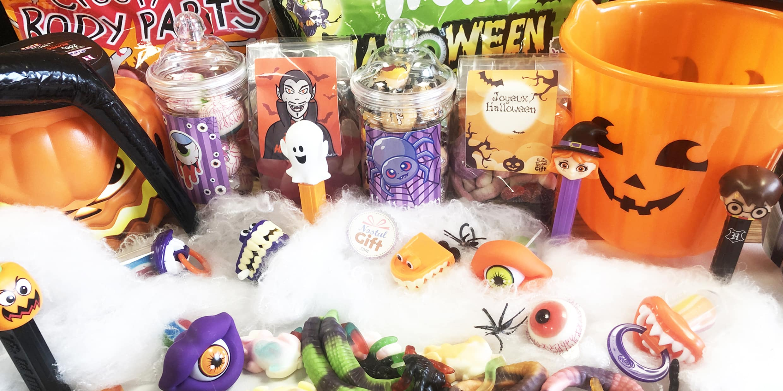"""<p>""""Un bonbon ou un un sort"""", elle vous dit certainement quelque chose cette phrase. Eh oui ! l'expression d'Halloween pendant la chasse aux bonbons. Évitez un sort en vous équipant avec nos bonbons Halloween.</p>"""