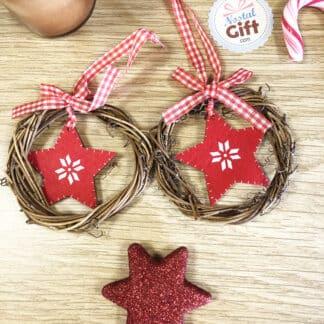 Décoration de Noël en bois - 2 Couronnes de rotin avec une étoile